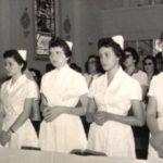 Exposição de toucas conta história da enfermagem